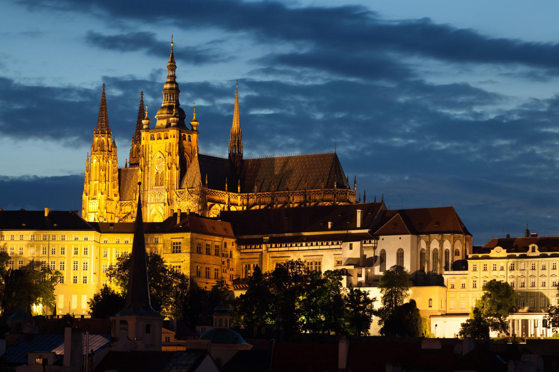 Cattedrale San Vito all'imbrunire Praga