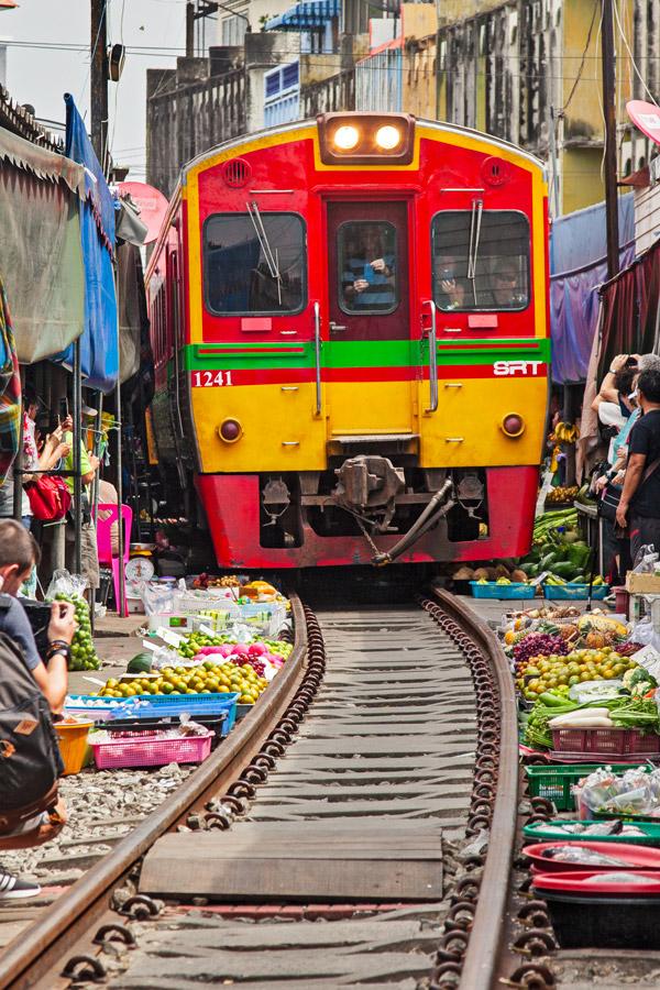 Railway market di Maeklong - Thailandia