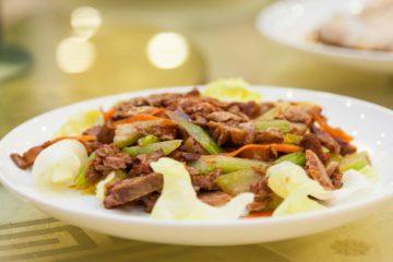 Cibo cinese in un ristorante a Pechino